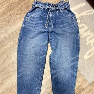 Hollister Ultra high rise mom jeans 9(29W 27L)